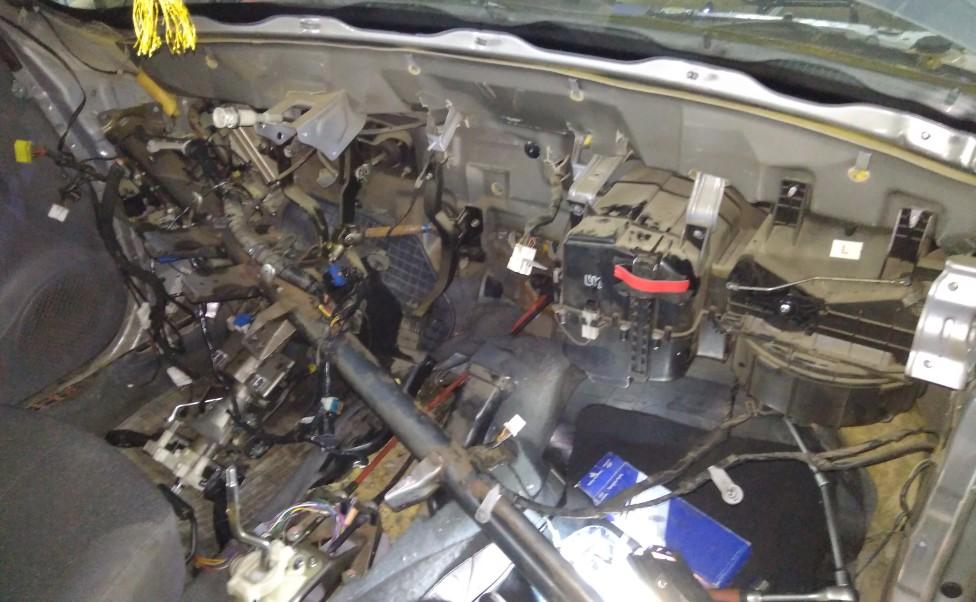 Замена радиатора отопителя салона Hyundai Accent 2006 г.в.